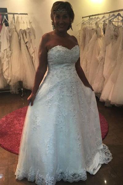 Множество людей обращается к «шальной невесте» за советом