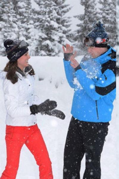 Кейт Миддлтон и принц Уильям резвятся на снегу как дети
