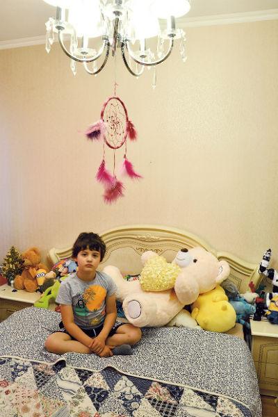 В комнате сына Лариной Гриши висит индейский талисман - ловец снов