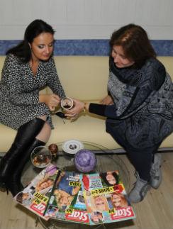 Нелли Великанова – корреспонденту Марии Егоровой: «Чаша светлая – значит, обстановка в редакции хорошая»