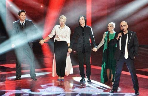 Финалисты второго сезона шоу «Голос» с ведущим Дмитрием Нагиевым