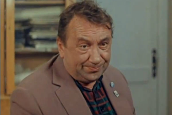 Всю жизнь Смирнов стеснялся своей внешности, из-за чего боялся знакомиться с женщинами