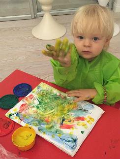 Гном Гномыч любит яркие цвета
