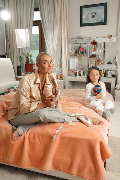 «Бахтияр мне очень понравился. Я хочу, чтобы ты была счастлива», – сказала Насте ее семилетняя дочка Ариадна. Настю радует искреннее внимание, которое Бахтияр оказывает ее дочке Арише