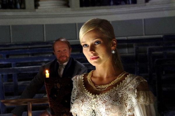 На момент съемок в сериале Елене Кориковой был 31 год