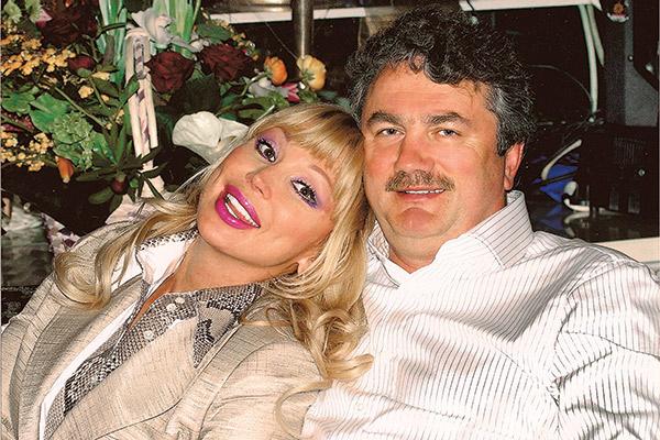 За бизнесмена   Виктора Захарова   Мария Распутина   вышла замуж   в 1999 году