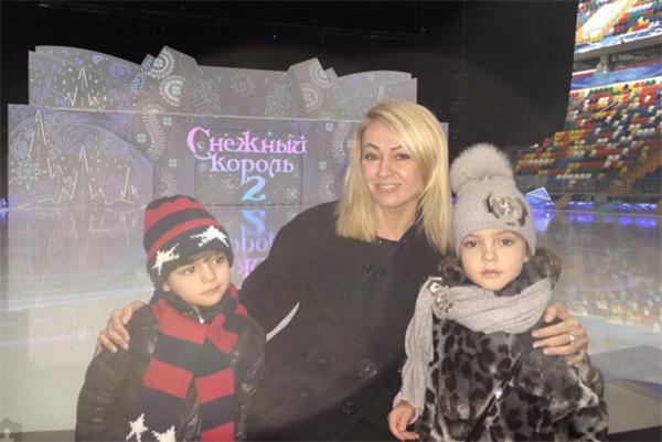 Яна Рудковская с Мартином и Аллой-Викторией
