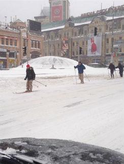 Жители города выбирают лыжи
