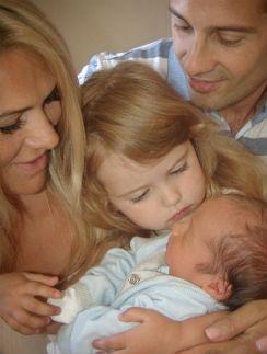 Виктория и Антон Макарские с дочкой Машей и сыном Иваном