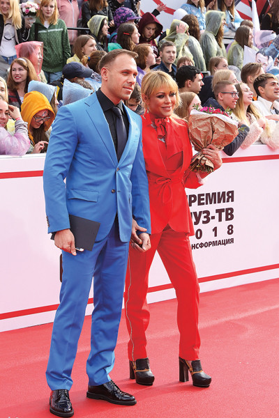 На Премии МУЗ-ТВ 8 июня Юлия заинтриговала фанатов, появившись с новым кавалером