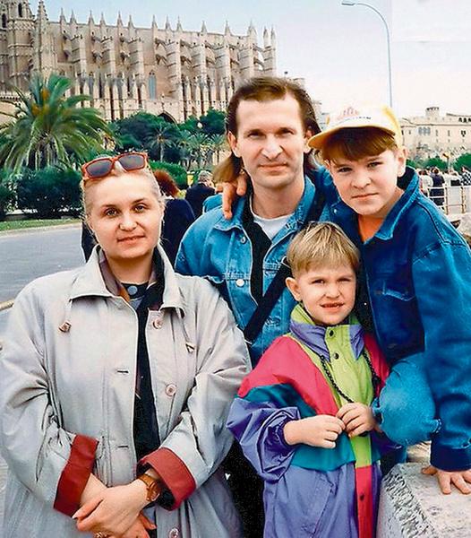 Будущий актер рос в творческой семье: его отец – народный артист России Федор Добронравов