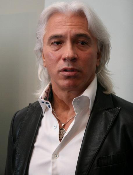 В 1995 году Хворостовский стал народным артистом РФ