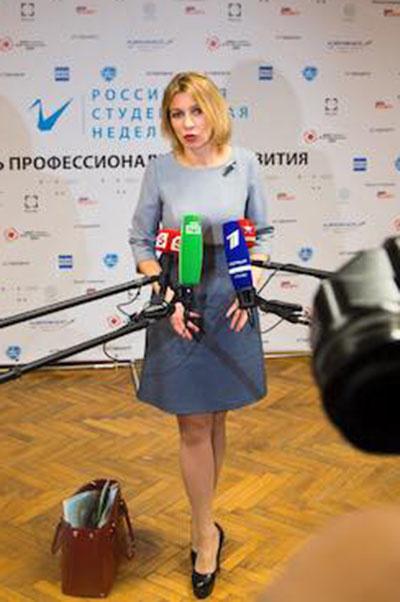 Мария Захарова всегда одевается подчеркнуто элегантно
