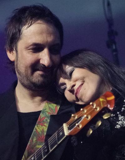 На сцене звучали хиты группы в исполнении гостейНа сцене звучали хиты группы в исполнении звездных друзей юбиляра