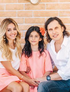 Анжелика и Александр женаты 11 лет, у них две дочери - Алиса и Амели