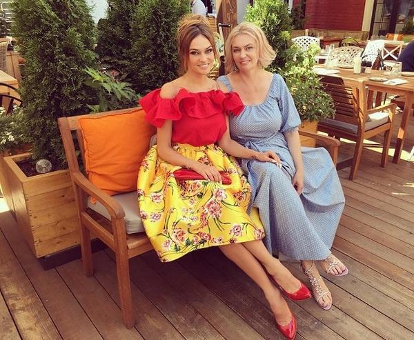 Алена Водонаева с матерью Ларисой