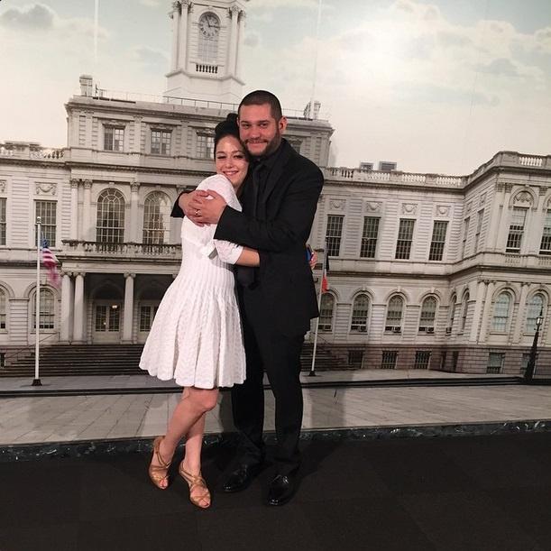 Для свадьбы Катя Спивакова выбрала коктейльное платье