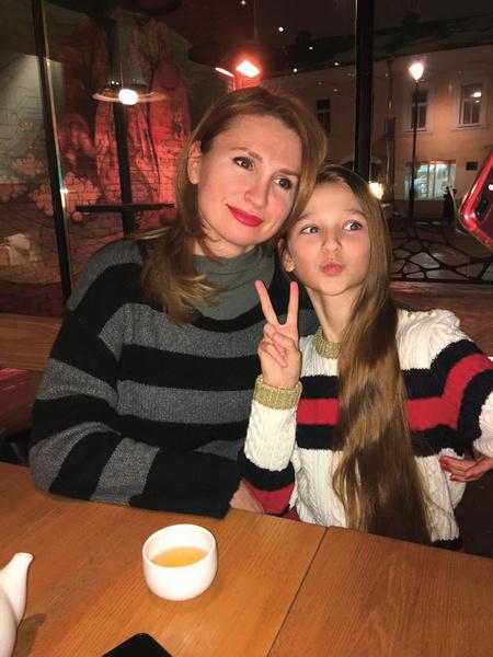 Мама Марина переживает и восхищается дочкой