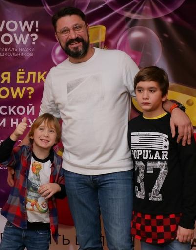 Виктор Логинов с сыновьями