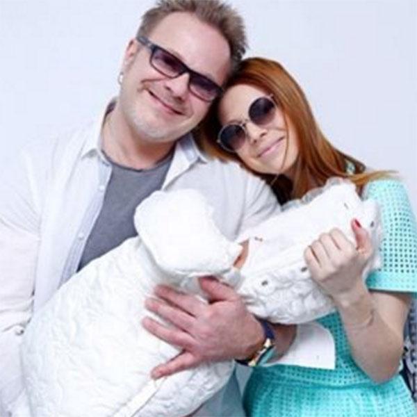 «Семья- это все в жизни! Любите, работайте над собой в отношениях, не ленитесь!» - обратилась к поклонникам Наталья Подольская