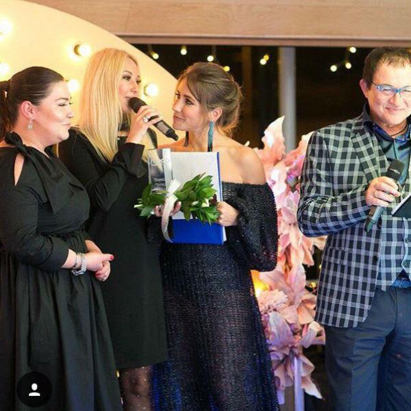 Лера Кудрявцева считает, что поводом для обсуждений стало свободное платье