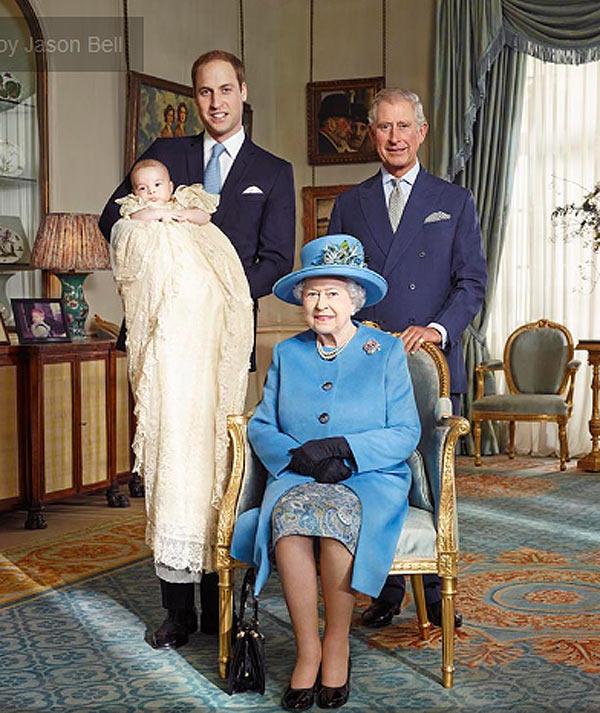 Четыре поколения британских монархов: королева Елизавета II и наследники престола принц Чарльз, принц Уильям и принц Георг