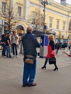 Алла Пугачева бывает в ЦУМе пару раз в месяц. Это фото поклонники певицы выложили в Интернет 15 сентября