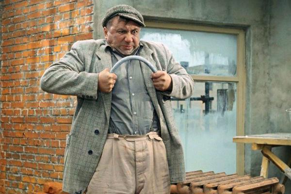 На экране актер часто изображал сильных и грубых мужчин