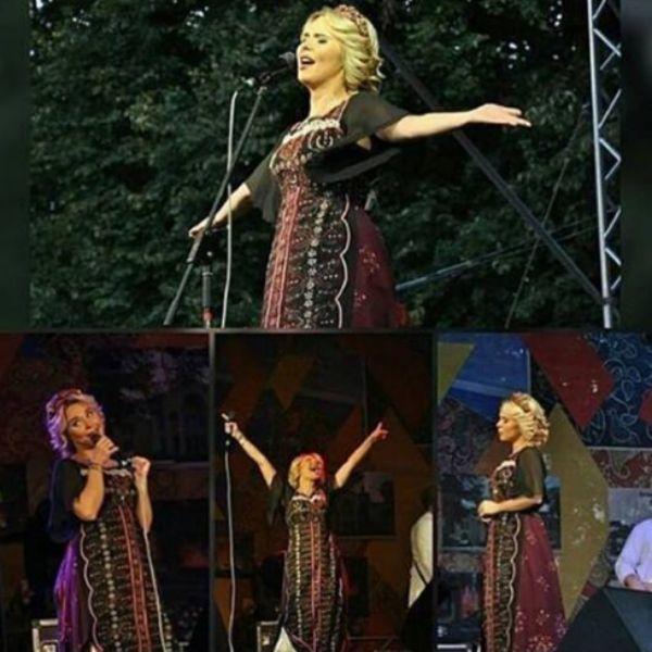 Поклонники звезды опубликовали фотографии с концерта с ее участием