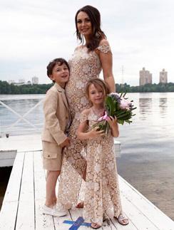 Инна Жиркова с сыном Дмитрием и дочерью Миланой