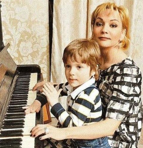 Никита - второй сын певицы от брака с футболистом Владиславом Радимовым