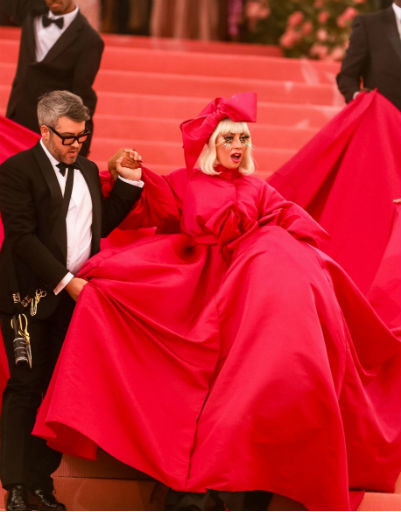 Леди Гага сменила четыре наряда за вечер