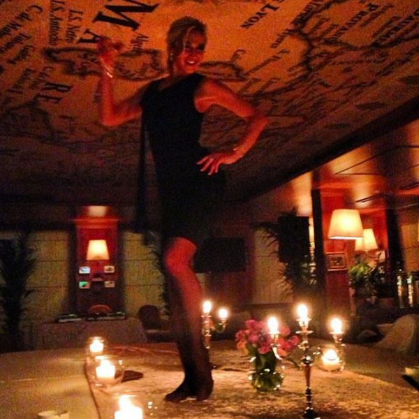 Зажигательные танцы на столе