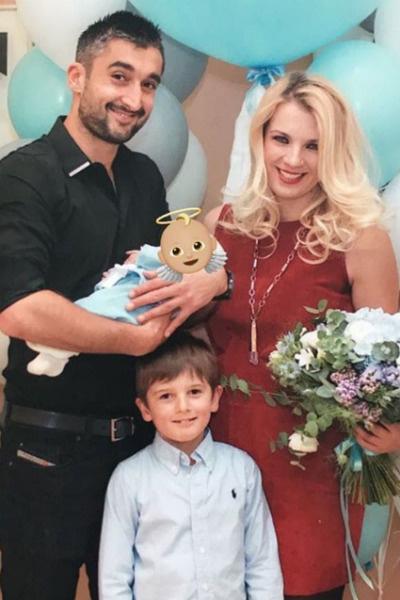Александр с семьей после рождения сына Ильи в 2016-м году