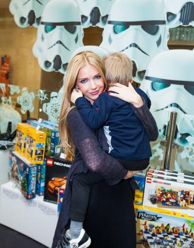 Певица Юлия Михальчик с сыном Александром
