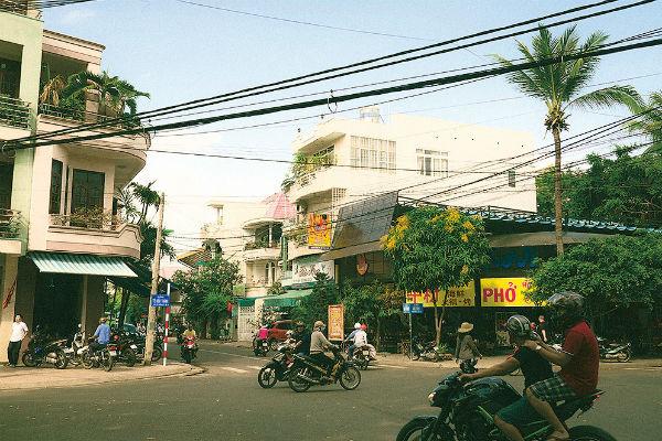 Вьетнамцы ездят на мопедах