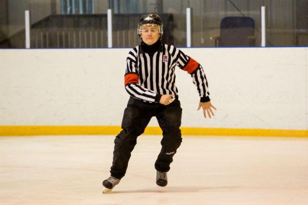 Дима каждый день на коньках. Диплом таможенника он получил ради желания родителей продолжить семейную традицию