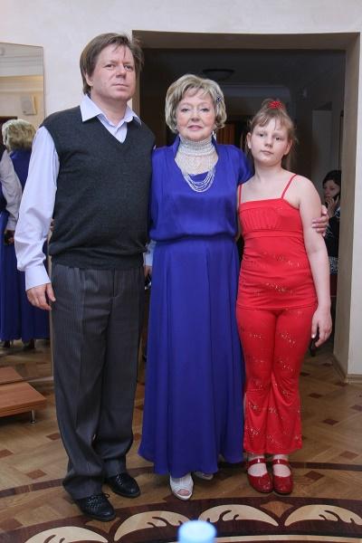 Людмила Касаткина с сыном и внучкой