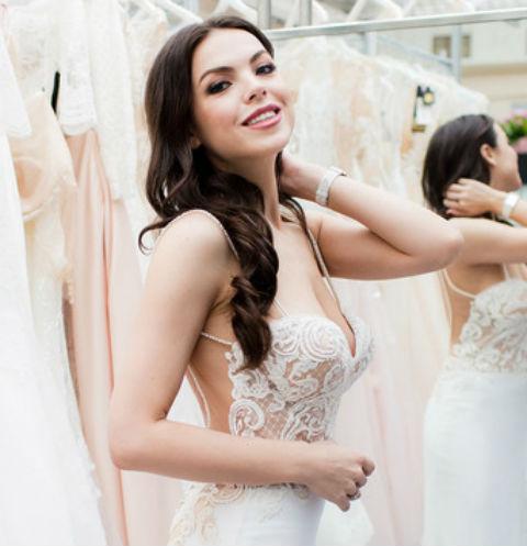 Ведущая шоу «На 10 лет моложе» выбрала свадебное платье. ФОТО