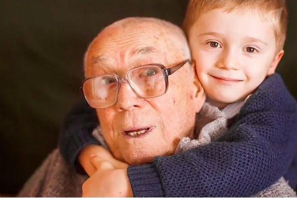 Артист долго ждал наследника. На фото - с правнуком Олегом