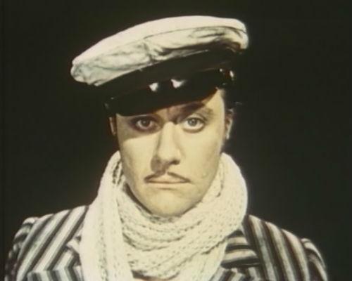 Андрей Миронов перевоплотился в культового героя в четырехсерийном фильме-мюзикле «12 стульев» в 1976 году