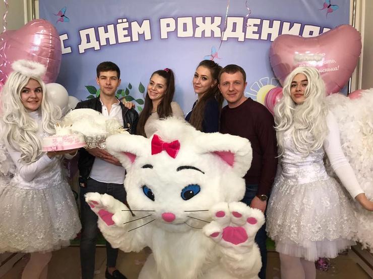 Ольга Рапунцель с семьей в день выписки из роддома