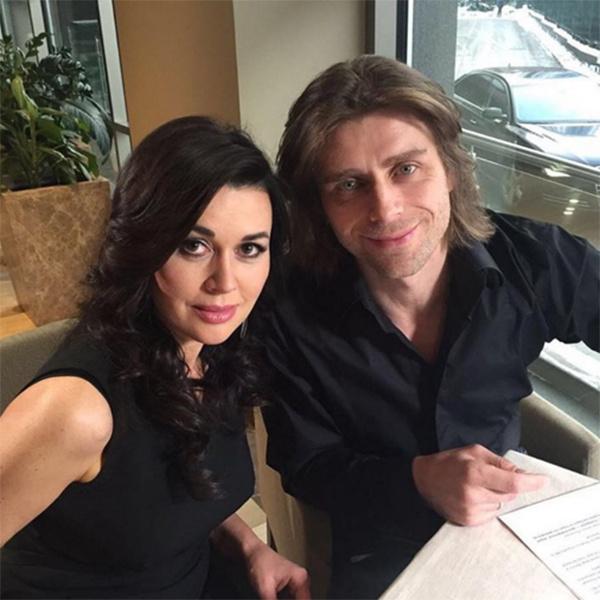 Анастасия Заворотнюк в последнее время стала чаще публиковать фото вместе с мужем Петром Чернышевым