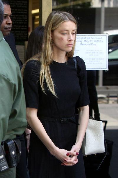 Эмбер призналась, что Джонни Депп ее избивал