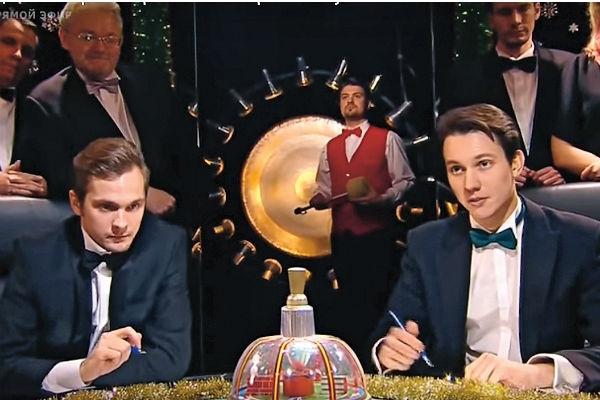 Борис (слева) выиграл в «Самом умном» в 2011-м, сейчас участвует в «Что? Где? Когда?» и хочет открыть свой бизнес, связанный с технологиями