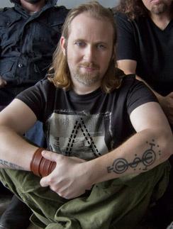 Саймон Коллинз - музыкант, так же как и его отец
