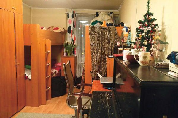 Почти все предметы в жилье Эмиль Кадыров купил сам