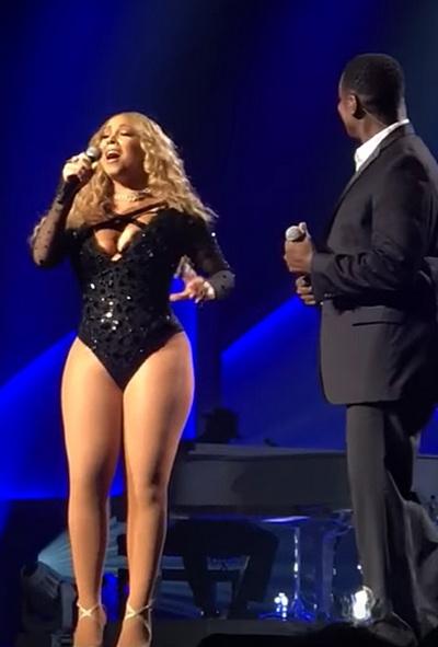 Многие поклонники певицы выражают восхищение уникальным, по их мнению, голосом звезды