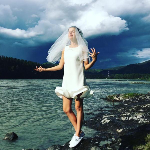 Поклонники Агнии одобрили ее наряд