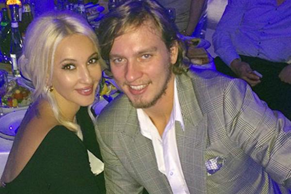 Сейчас телеведущая счастлива с любимым мужем Игорем Макаровым
